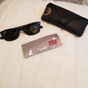 Ray-Ban Wayfarer Black Sunglasses G15 Lens NEW
